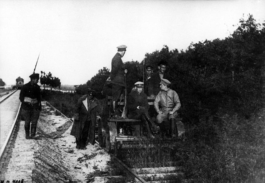 Orožje in vojaška tehnika tujih enot, ki so jo zaplenili vojaki Rdeče armade 1919.
