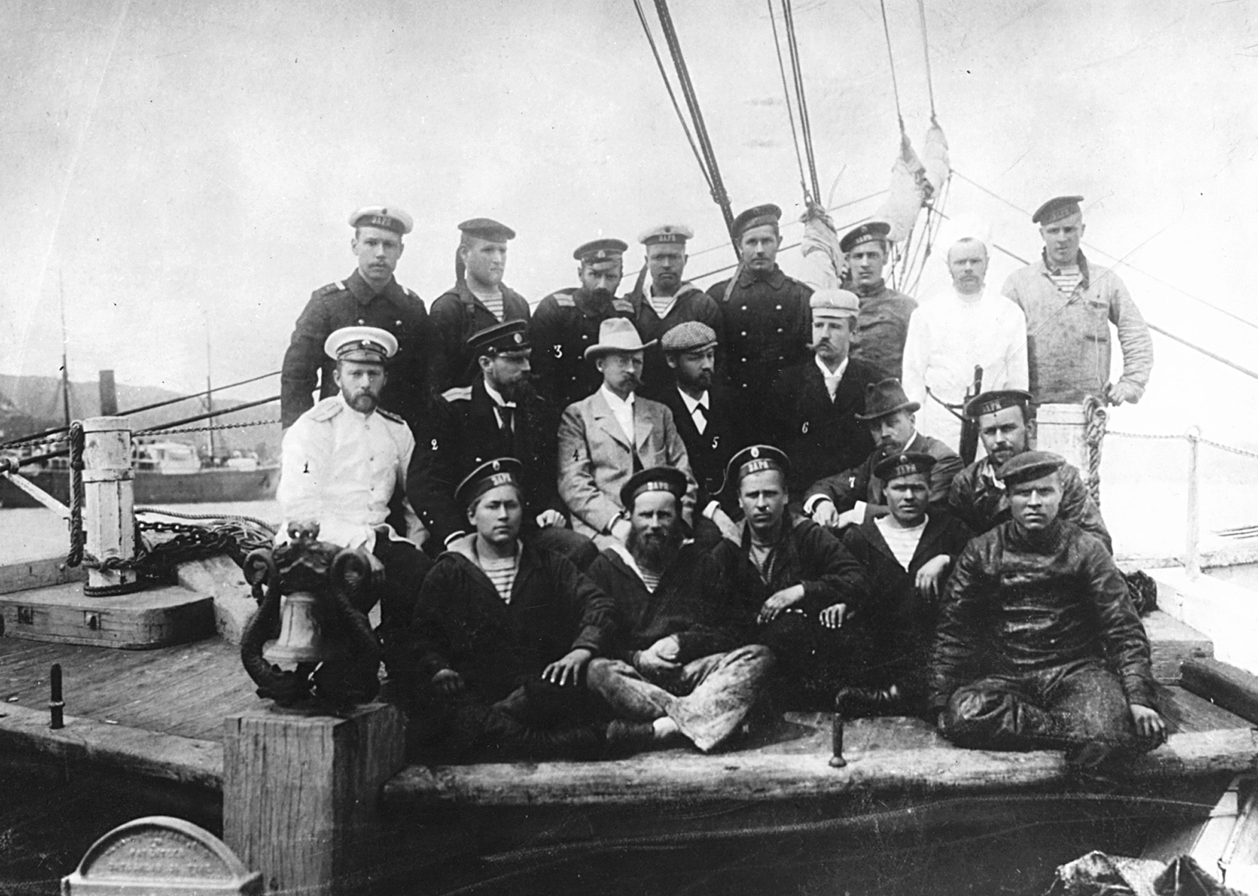 Снимка на екипажа на руския кораб