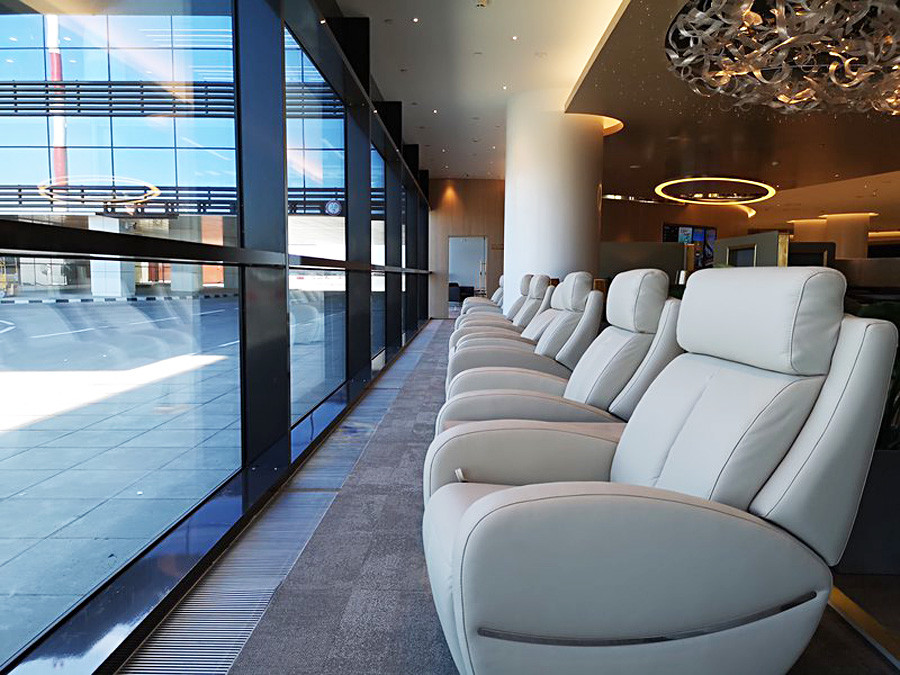 Der VIP-Saal für Stars und Politiker bietet ein noch schickeres Interieur und Sessel zum Entspannen.