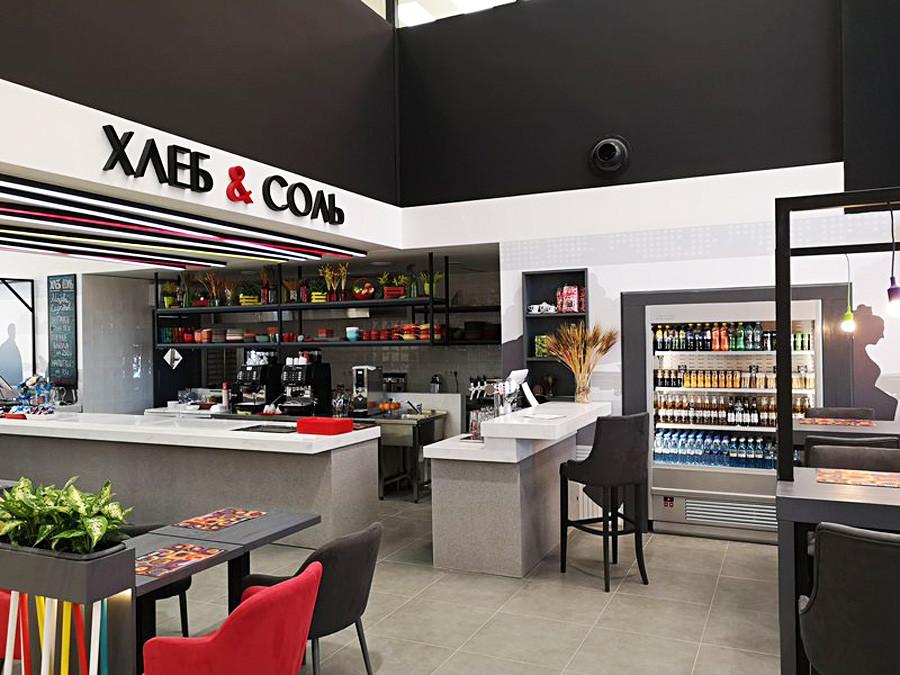 Die neuen Restaurants sind in ihrem eigenen Stil eingerichtet, aber sie stehen nicht im Widerspruch zum allgemeinen Konzept des Terminals.