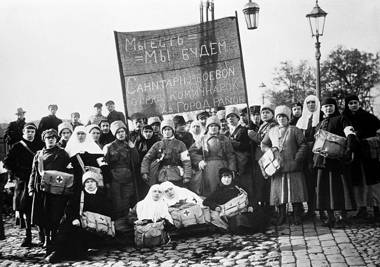 Enfermeiros em Petrogrado (atual São Petersburgo), em 1920