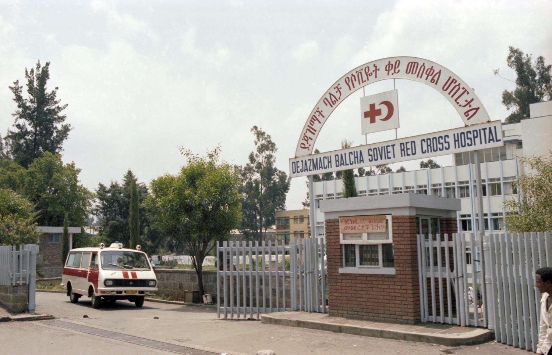 Hospital da Cruz Vermelha soviética em Adis Abeba, com 225 leitos