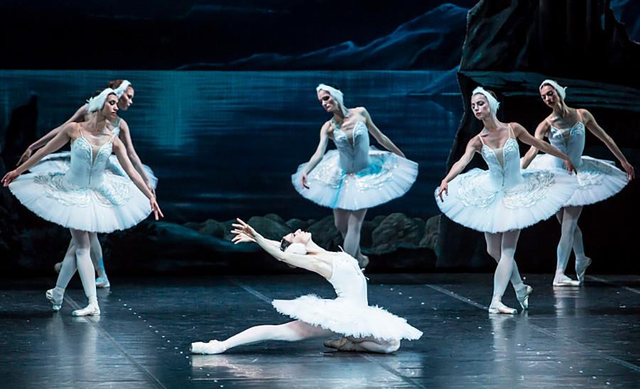 'Swan Lake' di Teater Alexandrinsky