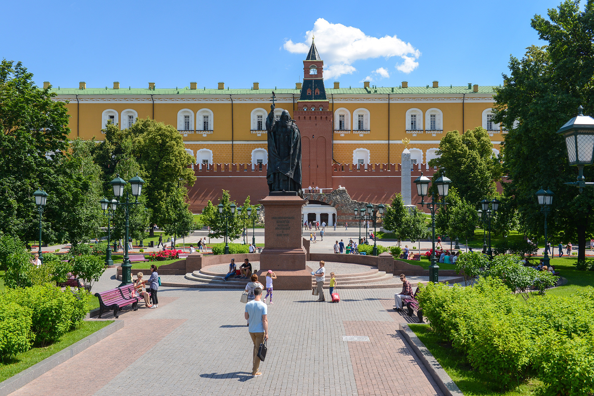 Rute terbaik untuk tur berkeliling kota Moskow.
