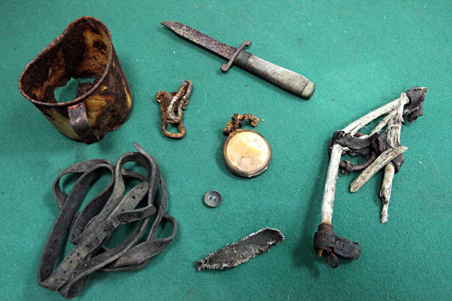 Objetos encontrados por científicos rusos en la Tierra de Francisco José, en el lugar donde desapareció la expedición ártica de Gueorgui Brusílov en 1913.