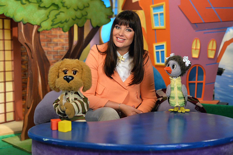 TV host Oksana Fyodorova filming Good Night Kids at the Ostankino TV studio.