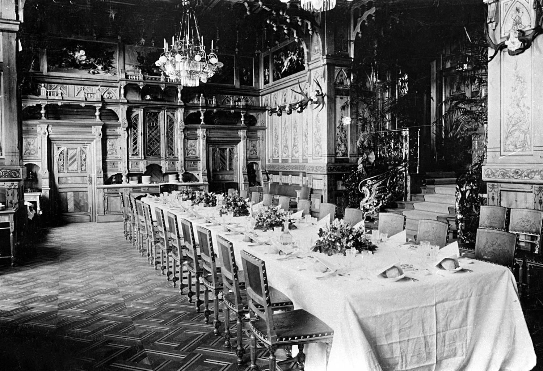 Interior do palácio da dinastia Romanov construído em 1894 por ordem do tsar Aleksandr 3º, 1897
