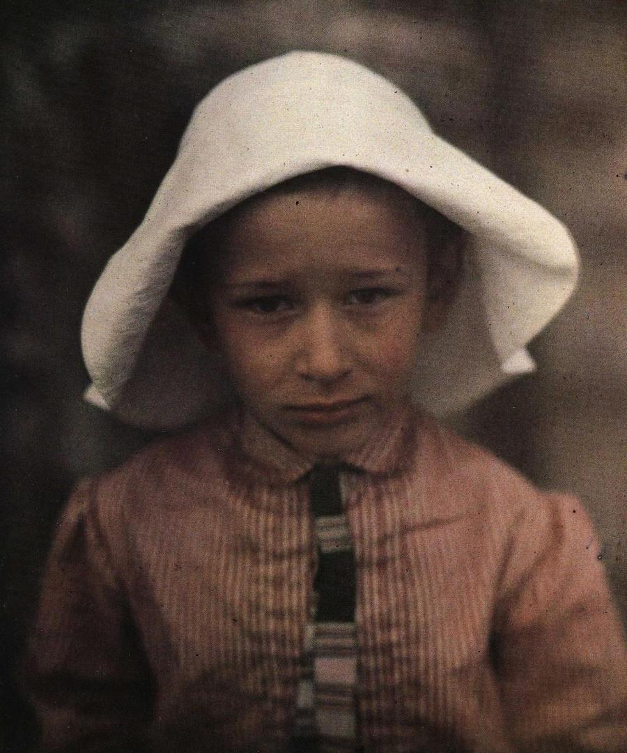 Daniil, Andrejews zweiter Sohn, 1912. Alexandra, Andrejews erste Frau, starb nach der Entbindung an einem Fieber. Zwischen Vater und Sohn entwickelte sich ein schwieriges Verhältnis. Daniil wurde Schriftsteller und Philosoph.