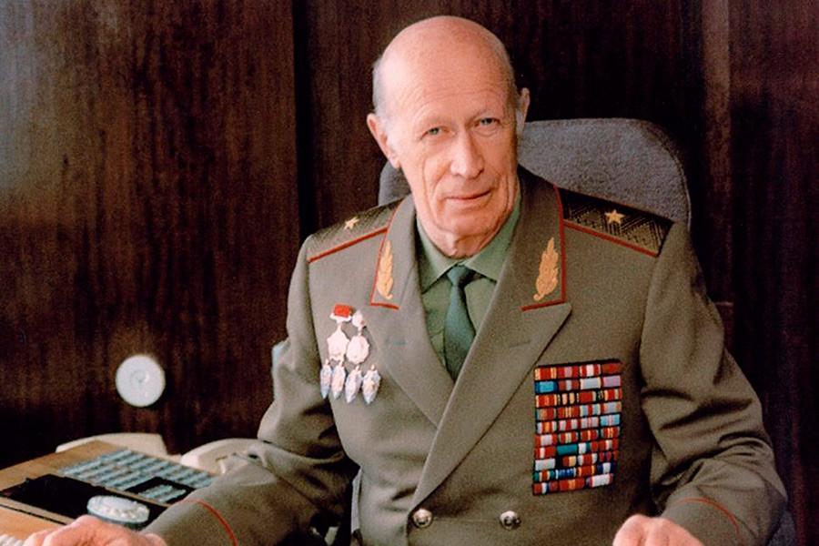 El general Yuri Drozdov, legendario jefe de espías que estuvo a cargo de una amplia red de agentes del KGB durante la época de la Guerra Fría.