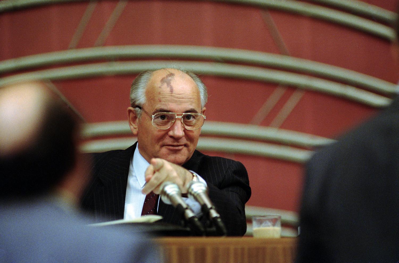 Президентът Михаил Горбачов по време на втората сесия от конгреса на комунистическата партия от 5 септември 1990 г. в Москва