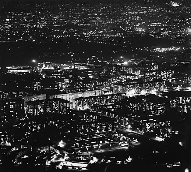Pred 50. leti Moskva niti približno ni bila tako velika kot danes. V tem času so stanovanjska območja izven mesta šele nastajala, mesto pa je ponoči ponujalo neverjeten razgled.