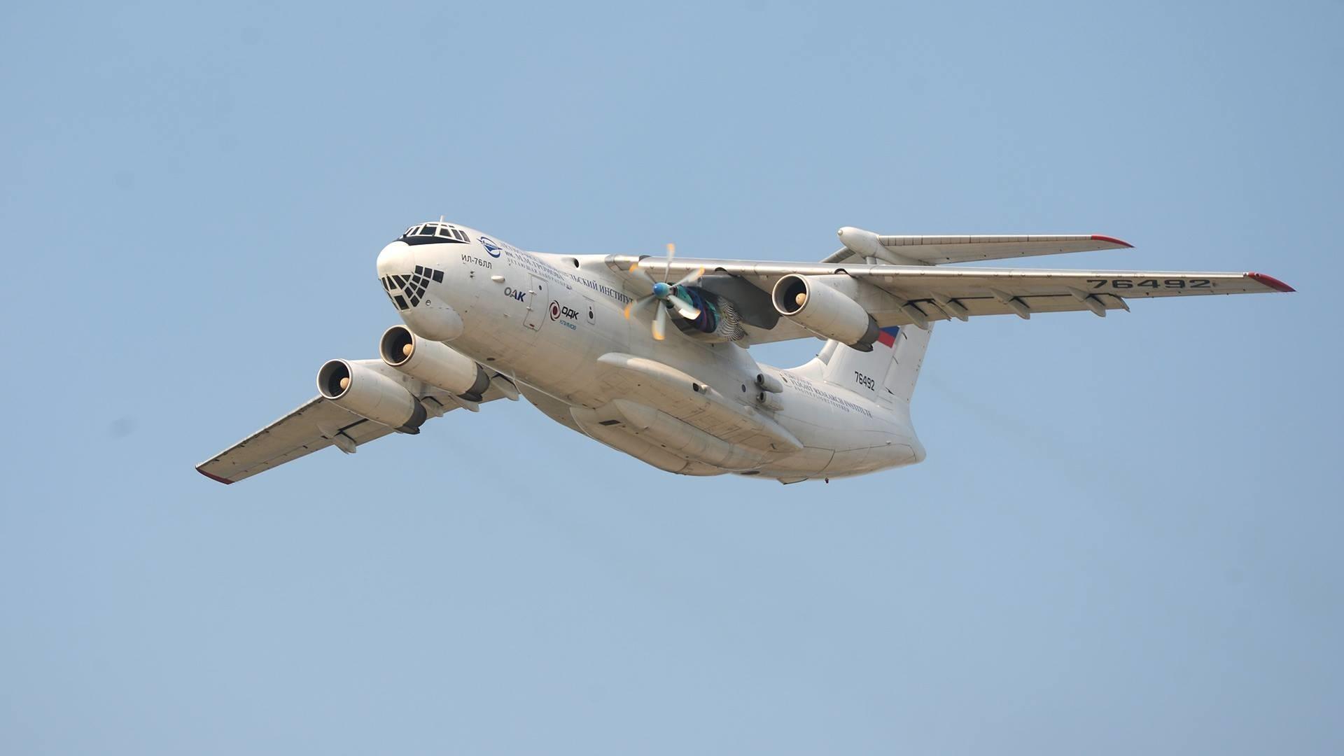 ИЛ-76, на който е тестван двигателят за ИЛ-112В