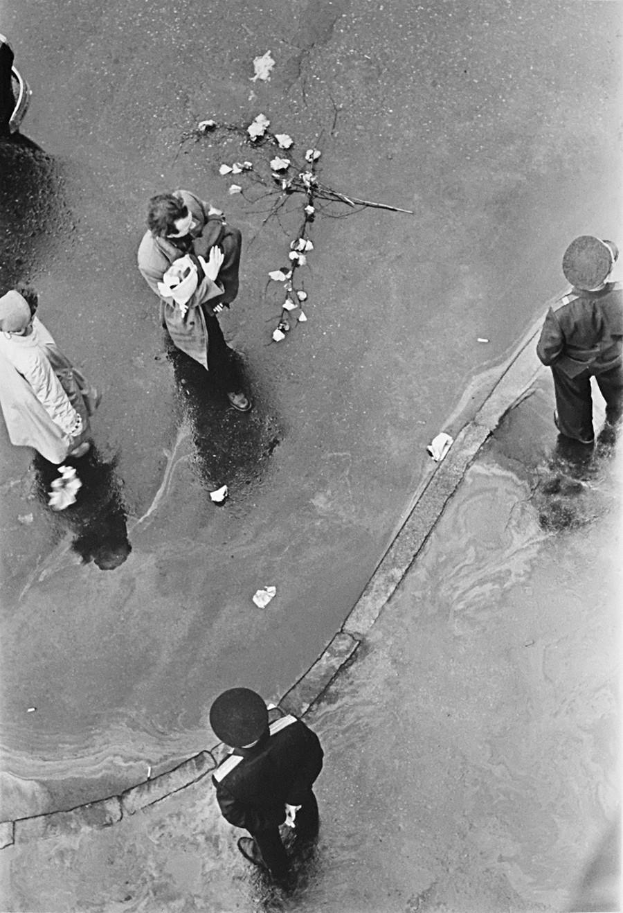 打ち捨てられた花束、1957年
