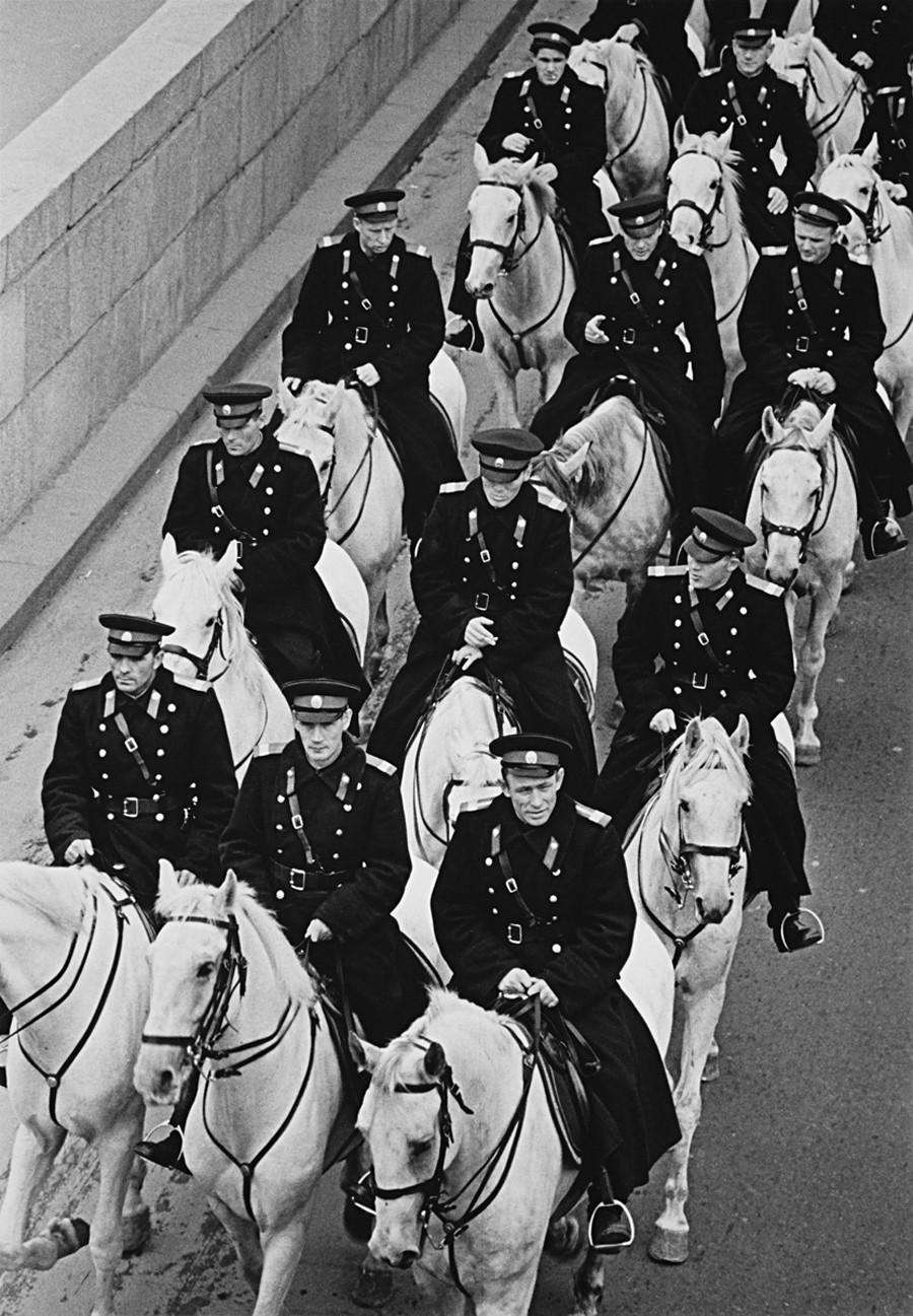 騎乗の民兵、1962年