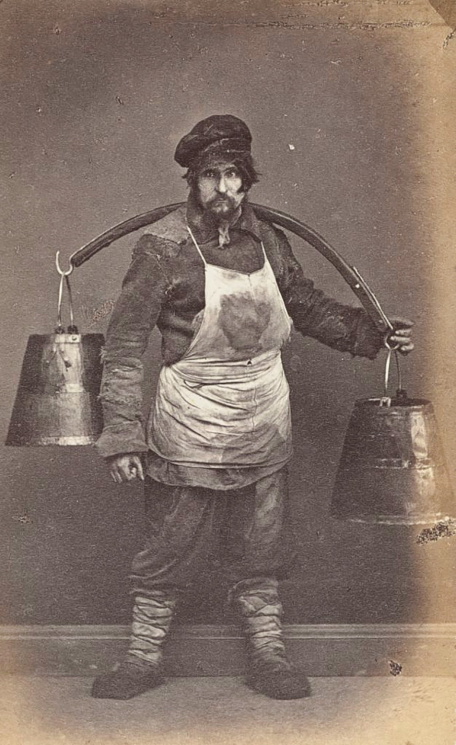 Aguadeiro (pessoa que distribuía água pelas casasou realizava a sua venda nas ruas)