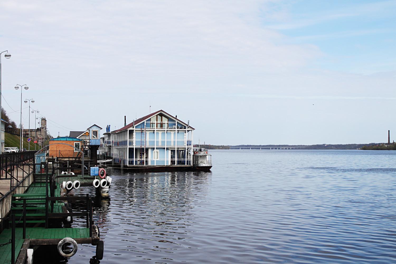 Splav na obali Volge.
