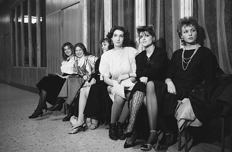 20 de abril de 1988. Concorrentes aguardam vez de se apresentar
