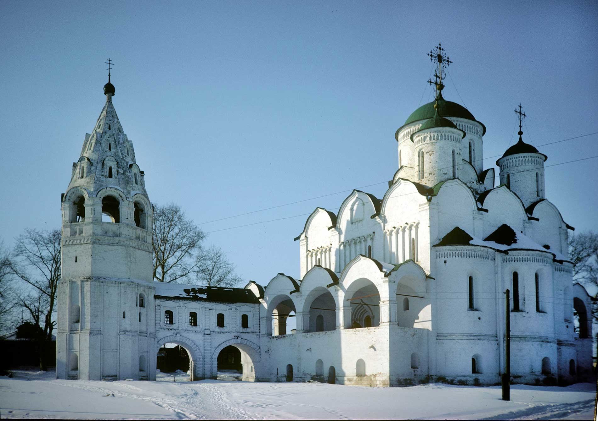 Suzdal. Intercession Convent. ​Intercession Cathedral&bell tower with Church of Procession of the Righteous Trees. Southeast view. March 5, 1972.