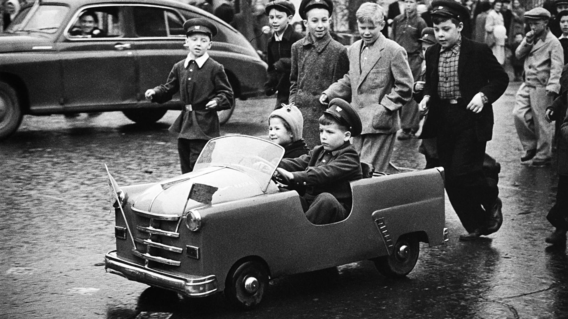 Gorki-Straße, 1. Mai 1958