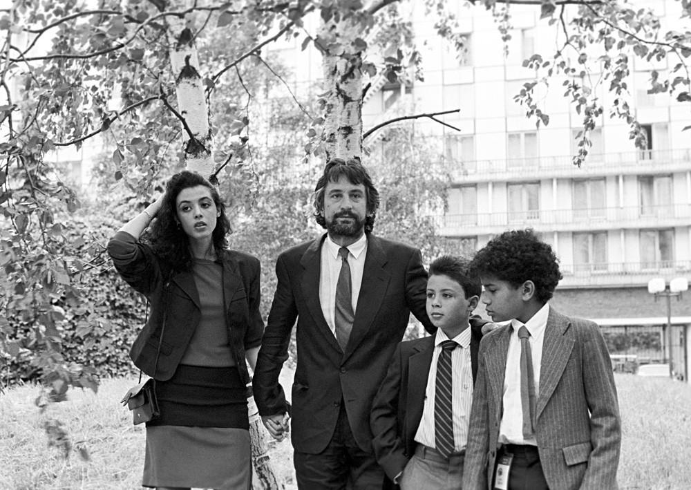 De Niro con sus hijos en Moscú, 1987.