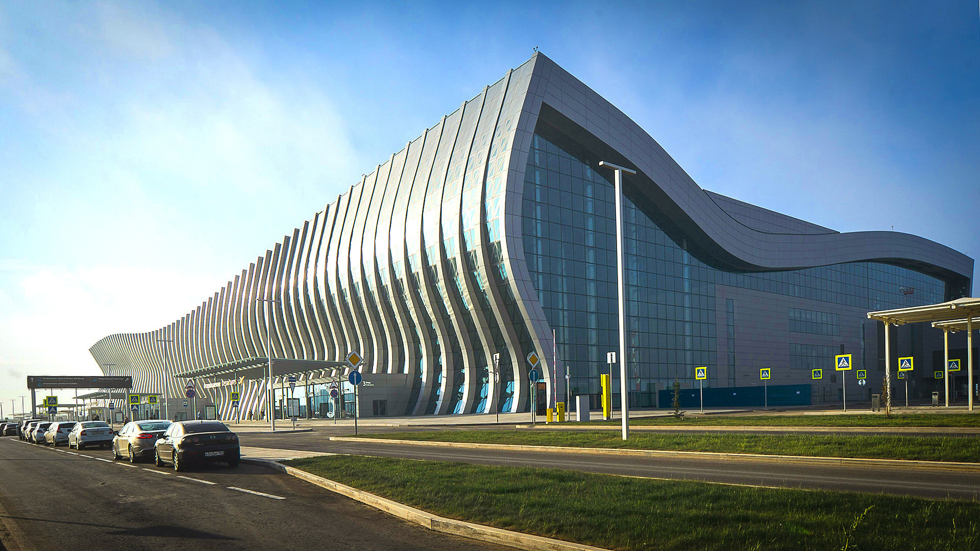 """Новиот терминал на меѓународниот аеродром """"Симферопол"""", Крим."""
