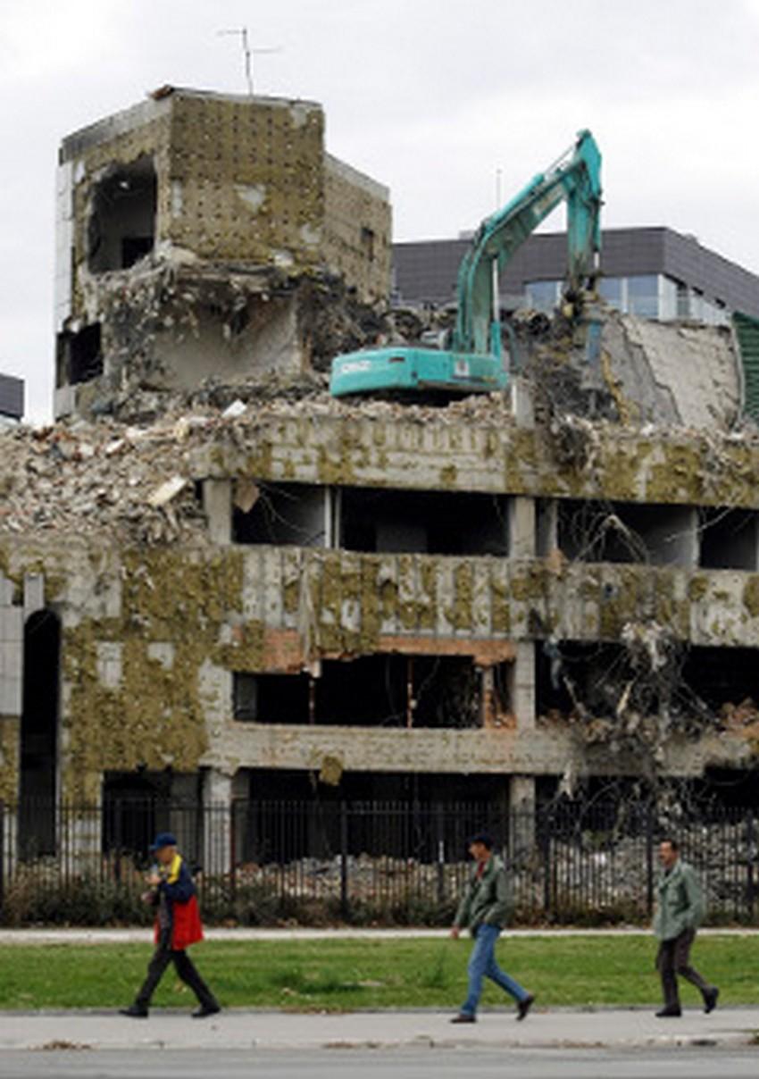 Ruševine kitajske ambasade v Novem Beogradu.