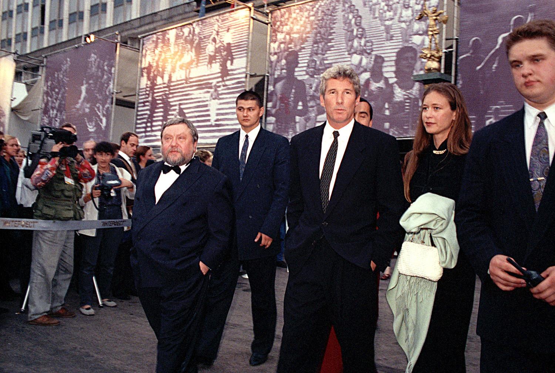Gere (centro) presidiu júri no 19º Festival Internacional de Cinema de Moscou, composto também pelo diretor e amigo Serguêi Soloviov (à esq.)