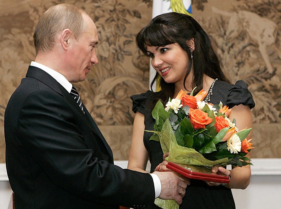 Putin zeigte seine galante Seite auch der Operndiva Anna Netrebko.