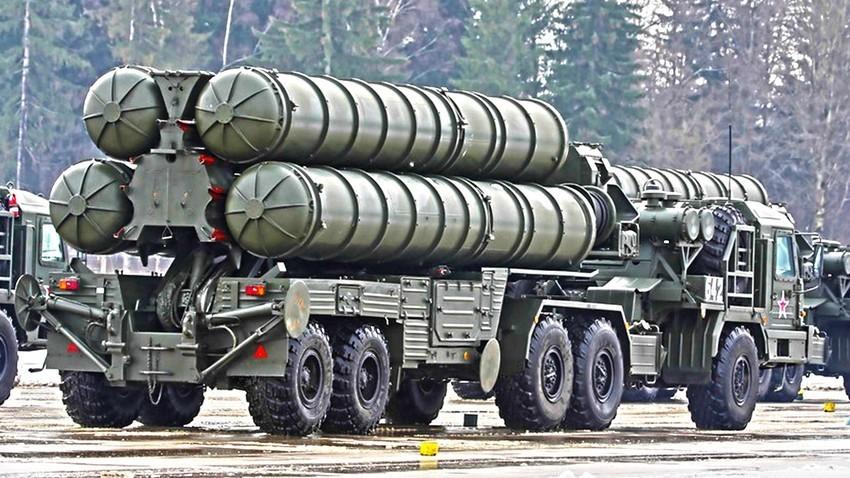Transportno-izstrelitvena enota S-400 Triumf
