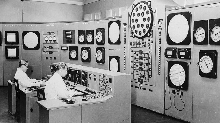 No final da década de 1940, os cientistas soviéticos trabalharam duro em seu próprio projeto atômico, e a ajuda de alemães capturados (ou convidados) foi de grande peso