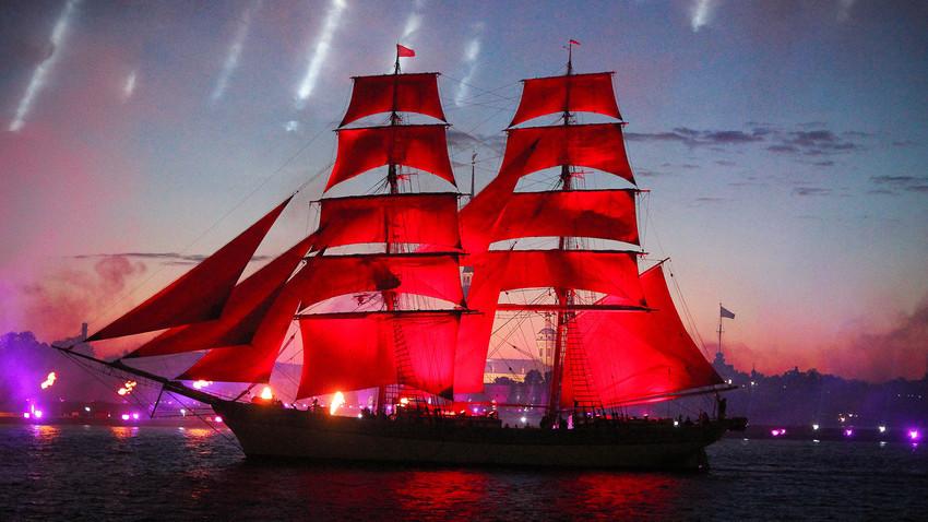 "Фестивалът ""Червени платна"" в Санкт Петербург"