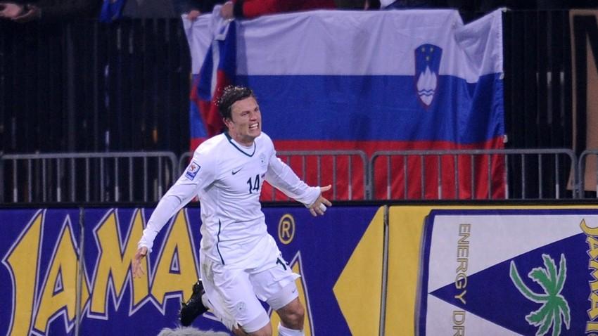 Zlatko Dedić je dosegel edini gol na tekmi v Mariboru (1:0). Na koncu se je za odločilnega izkazal gol Slovenije v gosteh v Moskvi (2:1), ki ga je dosegel Nejc Pečnik.