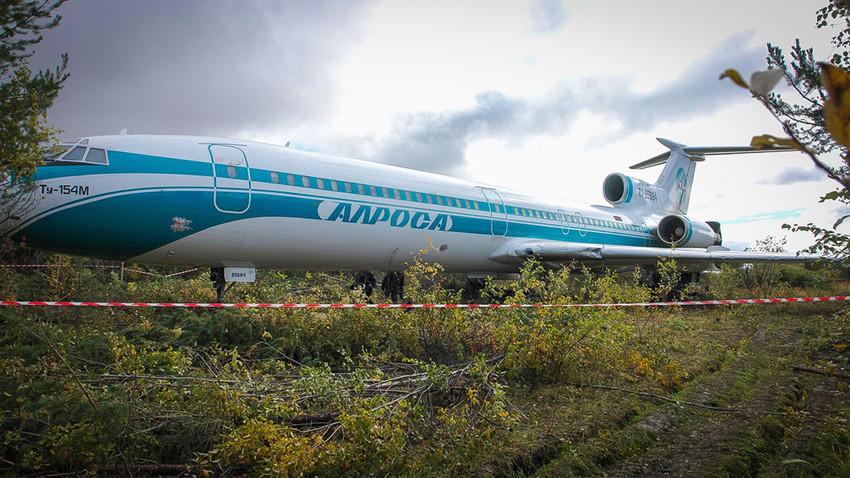 Путнички авион Тупољев-154 после принудног слетања.