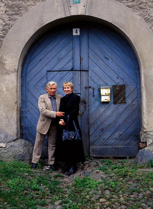 Una pareja en la ciudad de Zheleznodorozhni, cerca de la frontera polaca.