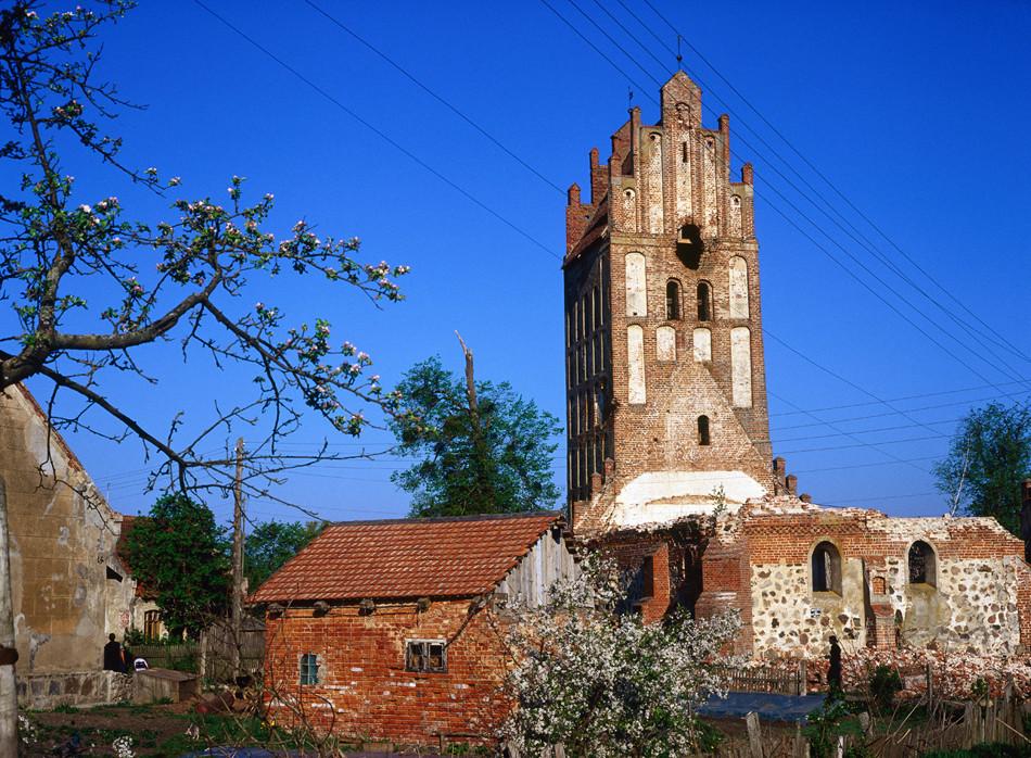 Iglesia alemana derruida cerca de la ciudad de Právdinsk.