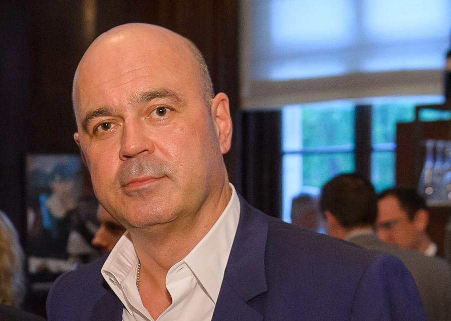 Alexei Kuzmichev, sang ayah.