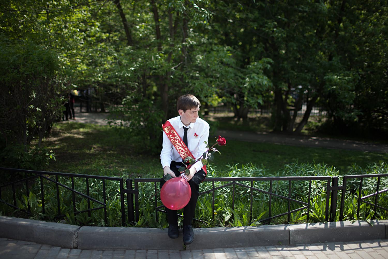 """Formando na cerimônia do """"Último Sino"""" na escola N° 1517, em Moscou."""