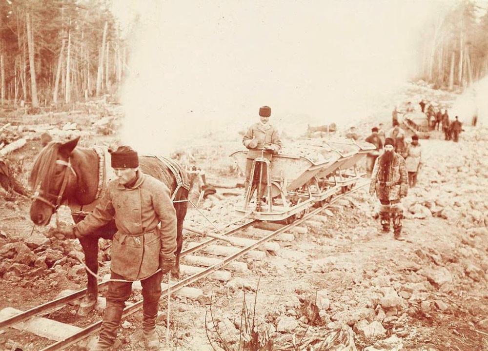 Construção de ferrovia na Sibéria