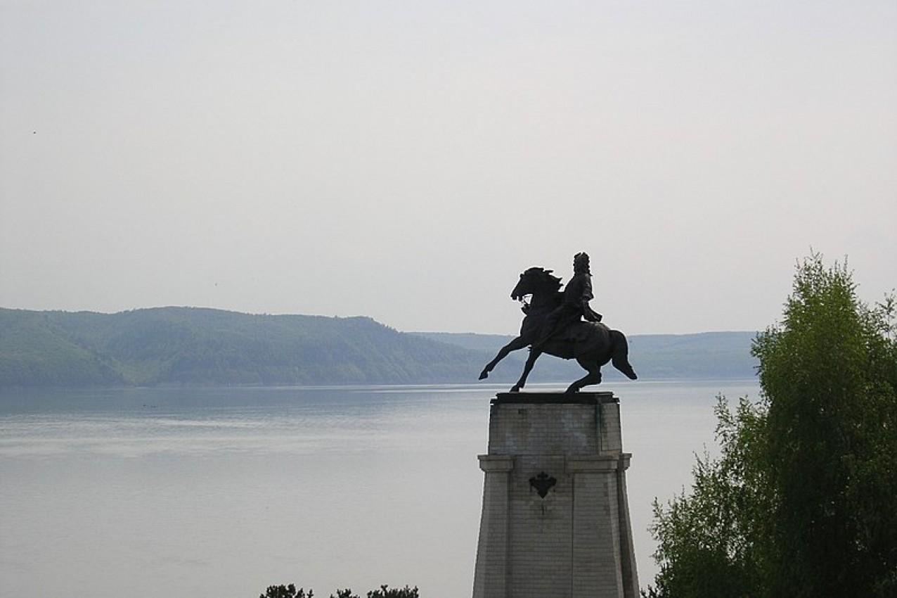 Spomenik Vasiliju Tatiščevu, ustanovitelju mesta