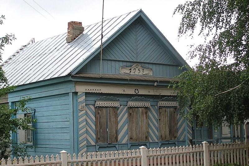 Hiša Starikovih, prva premeščena hiša ob selitvi mesta in potopitvi starega dela. Danes je notri muzej z imenom