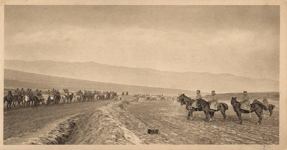 Регент Александар врши смотру артиљерије по освајању Битоља