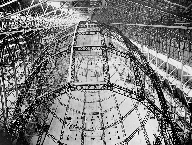 Armação de dirigível  Barnes Wallis em construção no Reino Unido, nos anos 1920