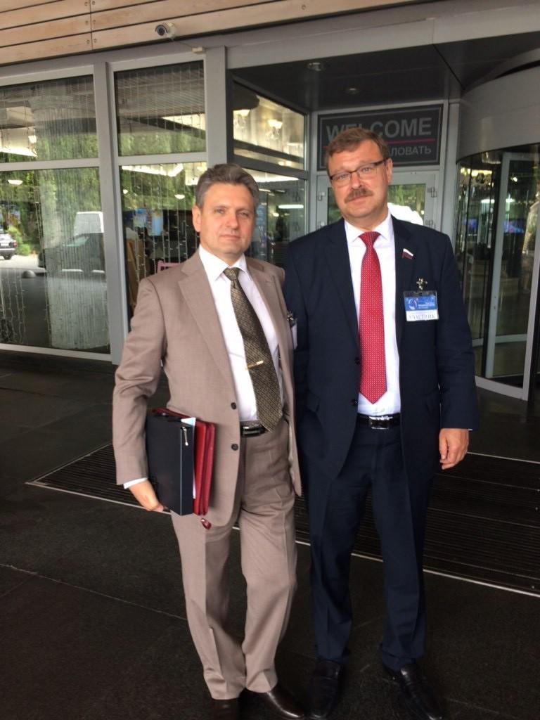 Николай Малинов с Константин  Косачов  – председател на Комисията по международните въпроси на Съвета на Федерацията
