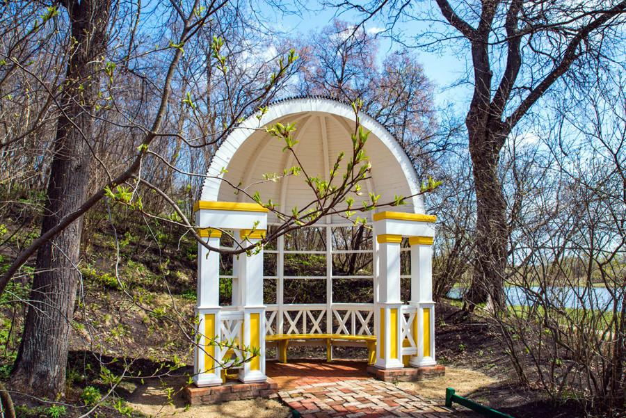 La rotonde du domaine de Tarkhany.