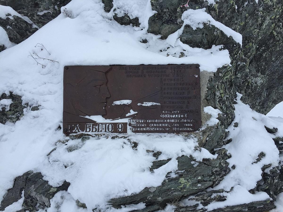 Plaque commémorative installée près du lieu de la tragédie.
