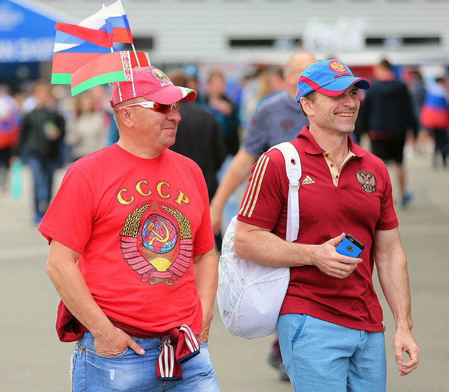 Bahkan jika seseorang mengenakan kaus dengan tulisan CCCP (USSR), itu tidak berarti apa-apa.
