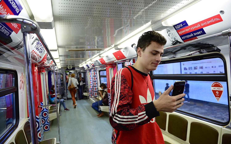 Penumpang kereta metro Moskow.