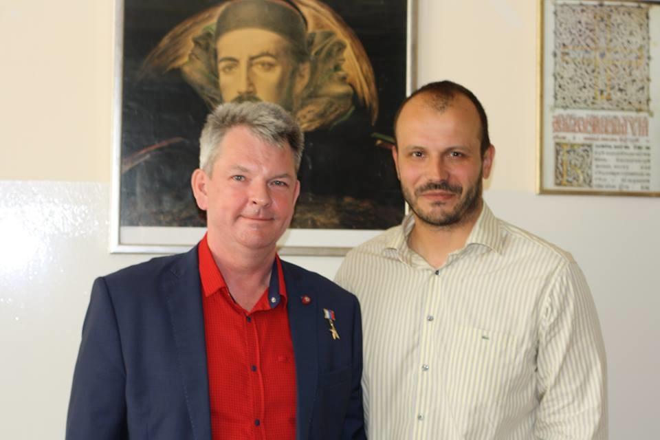 Александар Самокутјаев и Игор Дамјановић након презентације у подгоричкој гиназији