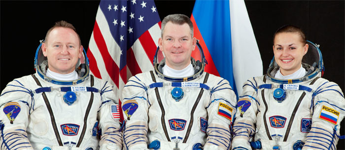 Александар Самокутјаев са Американцем Вилмором и Еленом Серовом пред полетање мисије