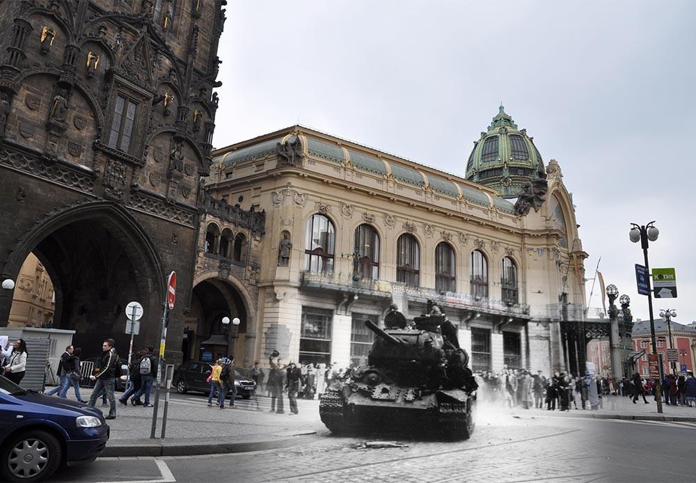 Praga, 1945-2010. Ciudadanos dando la bienvenida a sus libertadores cerca de la Puerta de la Pólvora.